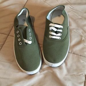 Shoes - Never worn sneaker